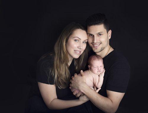 Baby O. 9 dagar. Nyföddfotografering i Farsta.
