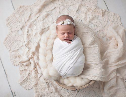 Nyföddfotografering. Fotostudio i Farsta. Baby E. 13 dagar